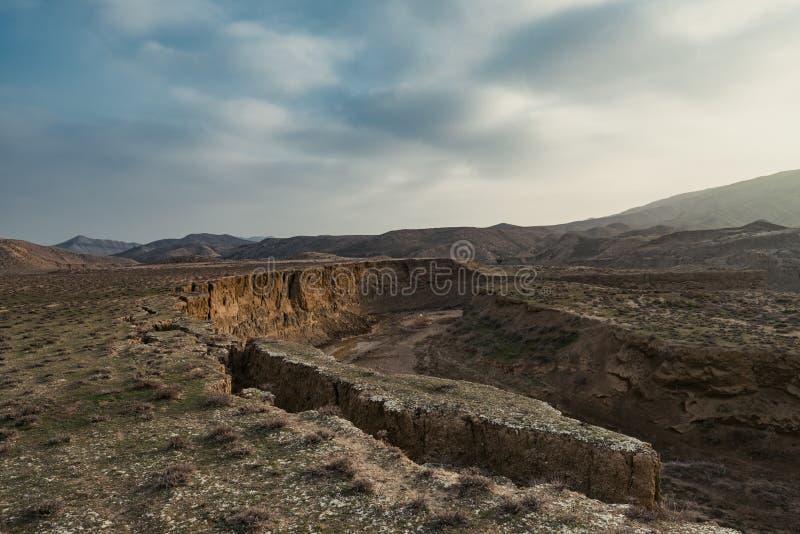 Défauts de la croûte terrestre, conséquence du tremblement de terre photos stock
