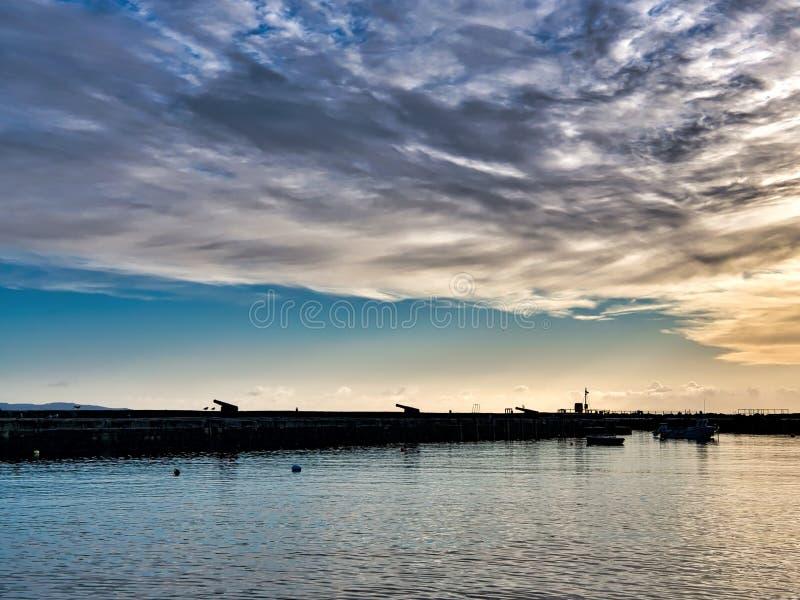 Défense du mur du nord chez Lyme Regis Harbour images stock