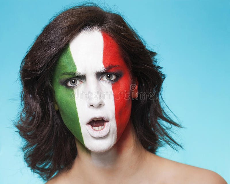 Défenseur italien déçu pour la FIFA 2014 regardant image libre de droits