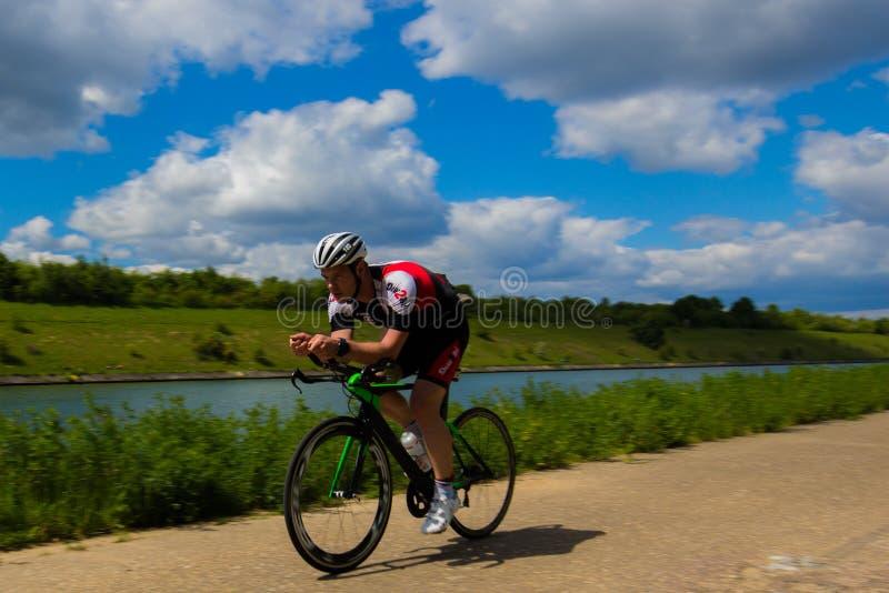 Défi de résistance pendant un triathlon dans Bilzen image libre de droits