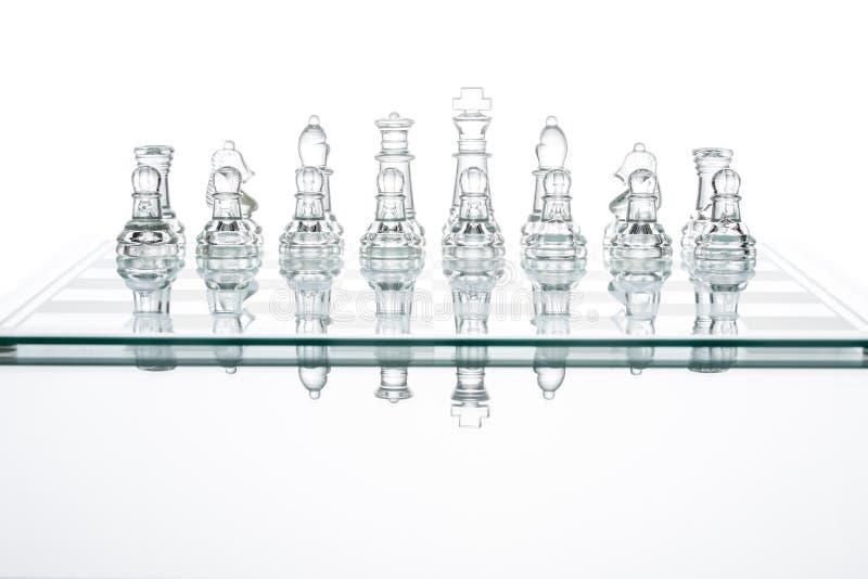 Défi en verre transparent d'équipe de silhouette de tache floue de groupe d'échecs photos stock