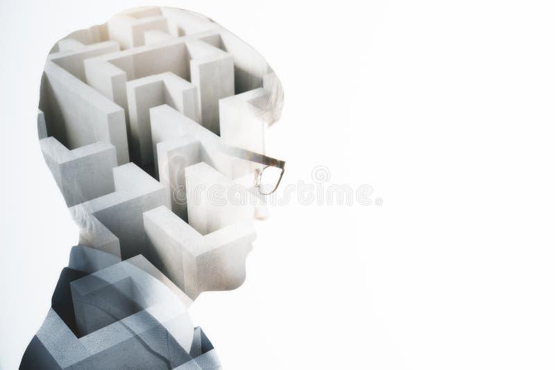 Défi et concept de labyrinthe photographie stock