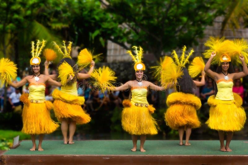 Défilé central culturel polynésien des danseurs photographie stock libre de droits