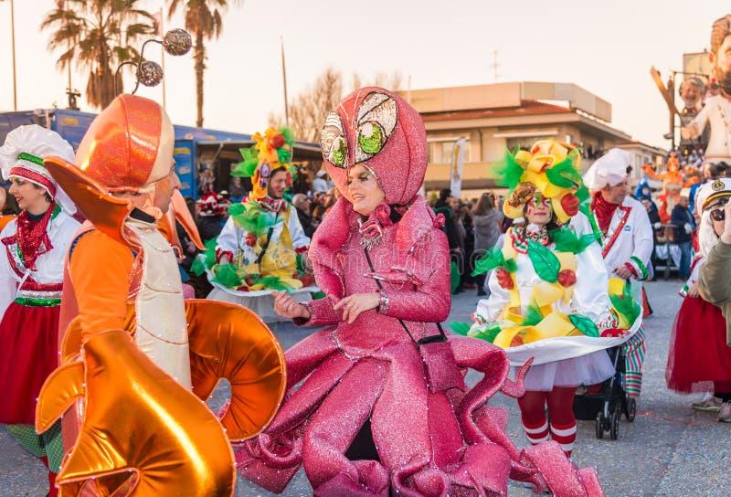 Défilé d'ouverture de Viareggio de la 145th édition du carnaval dans Viareggio, Italie images stock