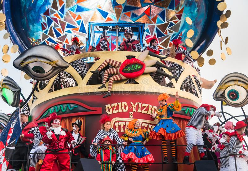 Défilé d'ouverture de Viareggio de la 145th édition du carnaval dans Viareggio, Italie photos libres de droits