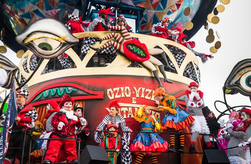 Défilé d'ouverture de Viareggio de la 145th édition du carnaval dans Viareggio, Italie photo libre de droits