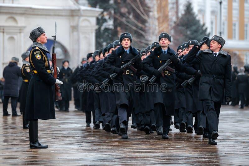 Défilé de défilé du régiment présidentiel du service du commandant de Moscou Kremlin's photographie stock libre de droits