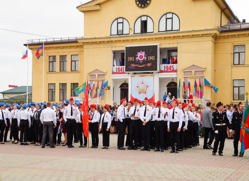 Défilé de fête le 9 mai dans Slavyansk-sur-Kuban, en l'honneur de Victory Day dans la grande guerre patriotique image stock