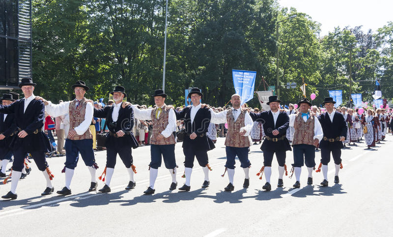 Défilé de festival national estonien de chanson à Tallinn, Estonie image libre de droits