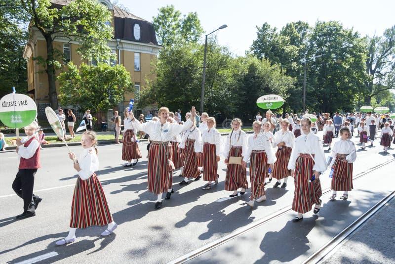 Défilé de festival national estonien de chanson à Tallinn, Estonie images stock