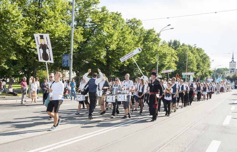 Défilé de festival national estonien de chanson à Tallinn, Estonie photo libre de droits