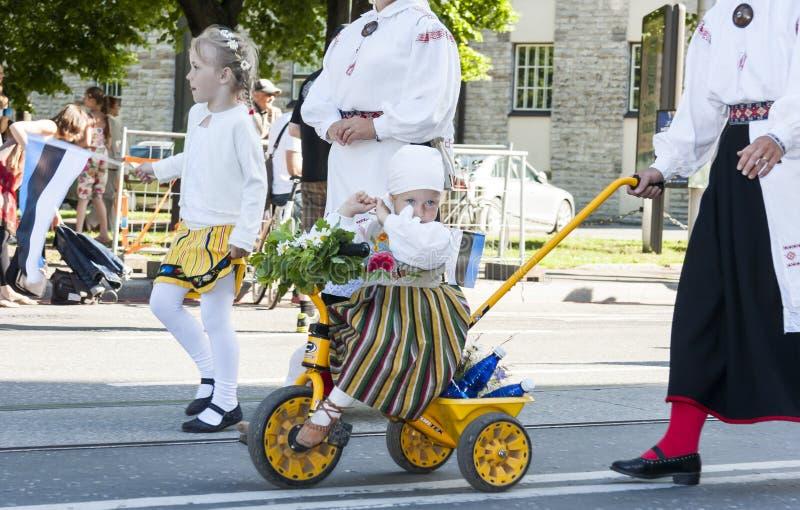 Défilé de festival national estonien de chanson à Tallinn, Estonie photo stock