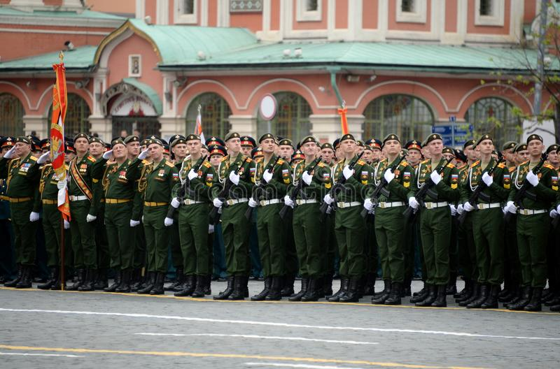 Défilé de répétition générale en l'honneur du jour de victoire sur la place rouge de Moscou photos stock