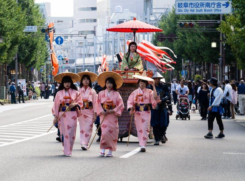 Défilé de rue pendant le festival de Nobunaga à Gifu, Japon photo libre de droits