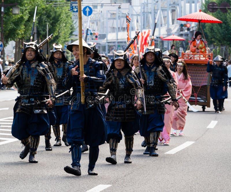 Défilé de rue pendant le festival de Nobunaga à Gifu, Japon images libres de droits