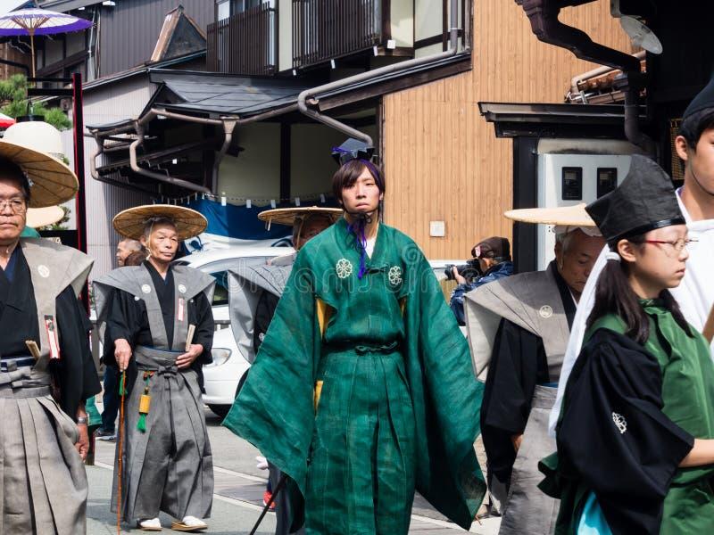 Défilé de Takayama Autumn Festival sur des rues de ville images stock