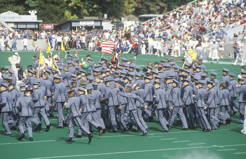 Défilé des cadets pendant les retours au pays du football d'université, West Point, NY photos stock