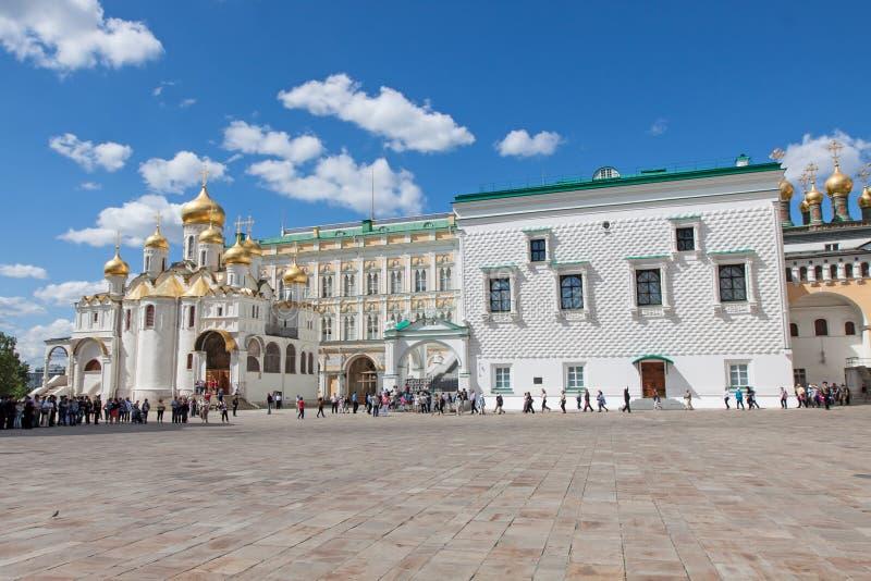 Défilé des dispositifs protecteurs présidentiels à Moscou Kremlin images stock