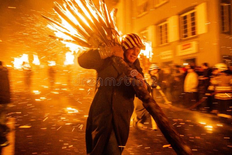 Défilé et participants de Chienbase Fastnach dans Liestal, Suisse photographie stock libre de droits