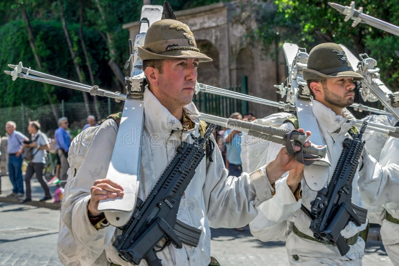 Défilé militaire au jour national italien photo stock