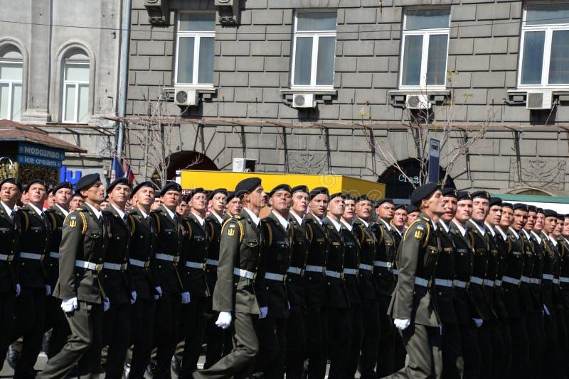 Défilé militaire en capitale ukrainienne images libres de droits