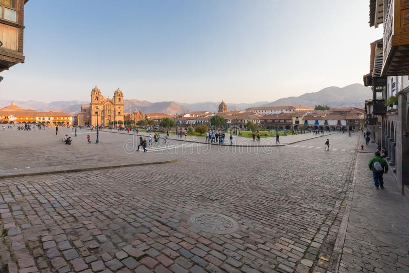 Défilé rectifié dans Cuzco au lever de soleil dans un jour ensoleillé photo libre de droits