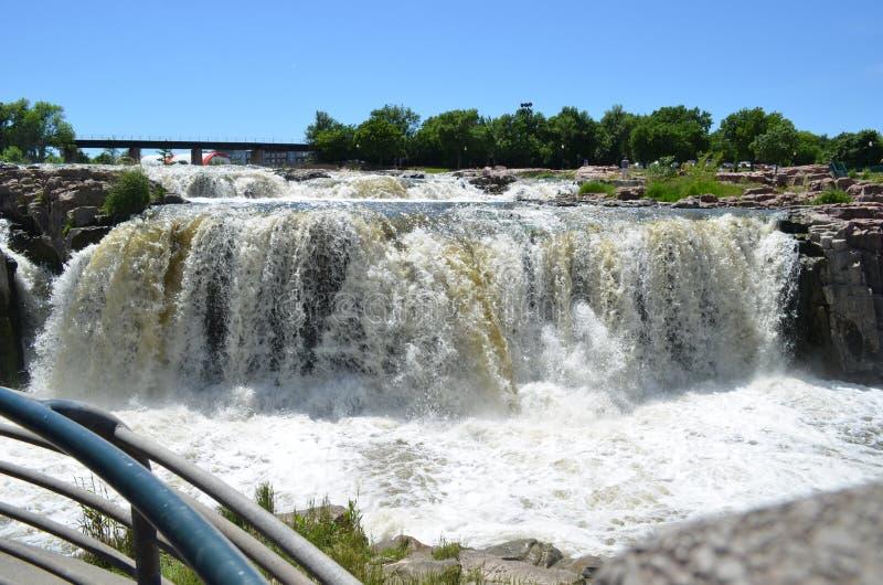 Défunt ressort chez Sioux Falls sur grand Sioux River photos stock
