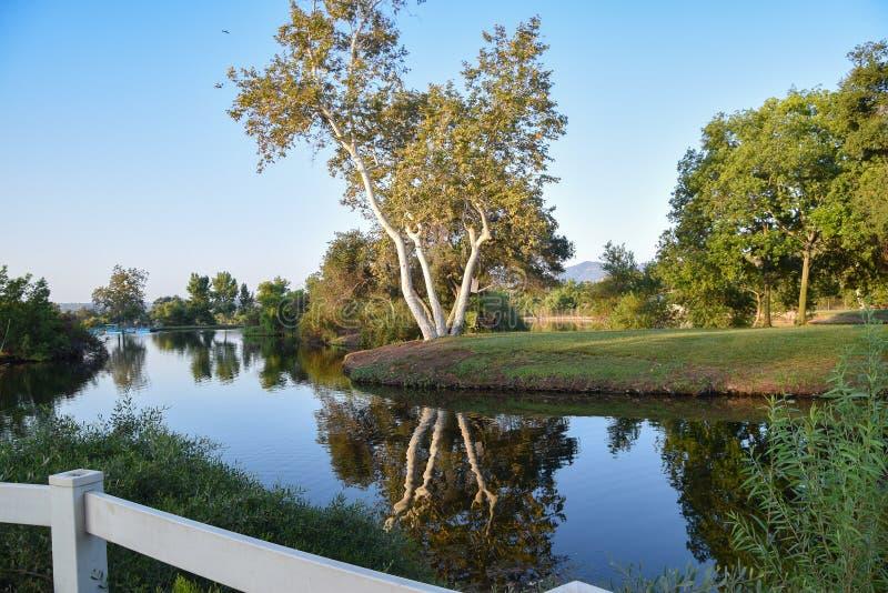 Dégagez, début de la matinée aux lacs Santee photos stock