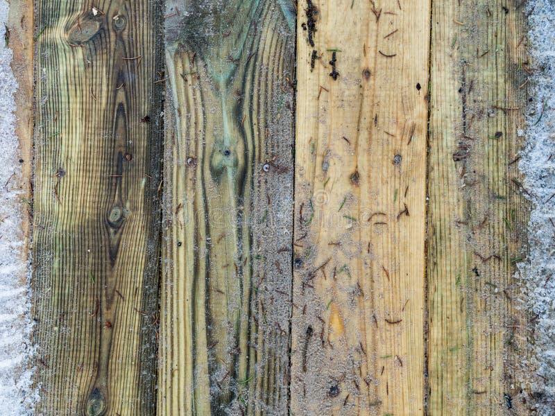 Dégel sur la terrasse en bois de plancher images libres de droits