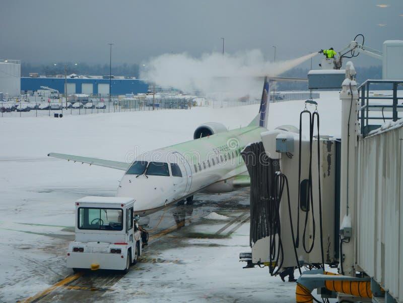 Dégivrage d'avion images libres de droits
