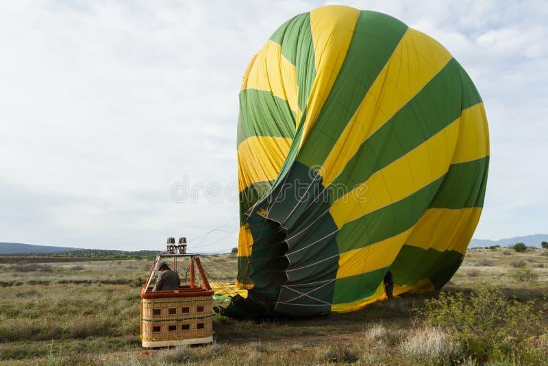 Dégonflement chaud de ballon à air photographie stock libre de droits