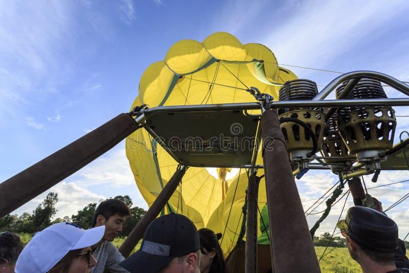 Dégonflement du ballon après une opération terrestre sans heurt images stock