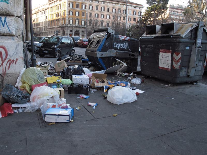 Dégradation urbaine des banlieues à Rome images stock