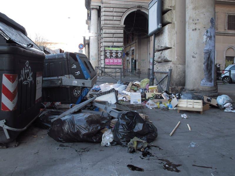 Dégradation urbaine des banlieues à Rome images libres de droits