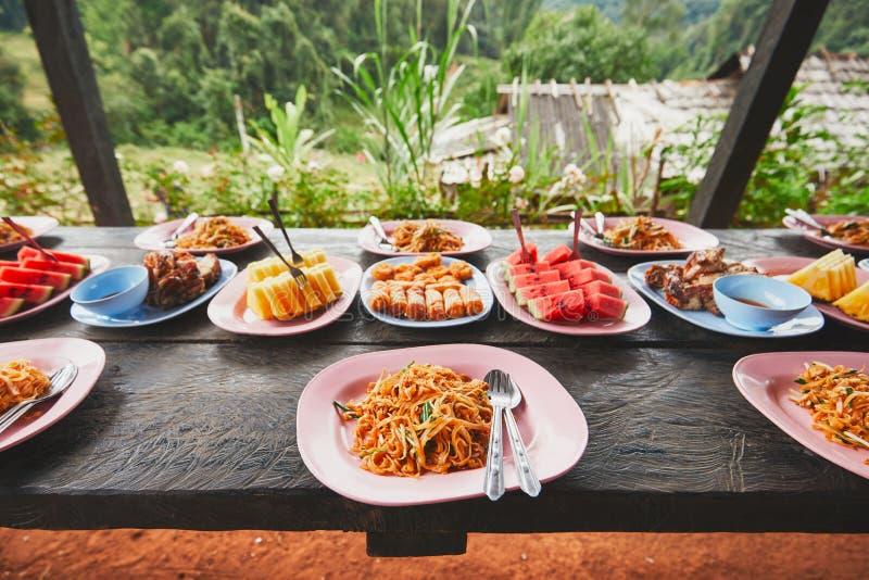 Déjeuner au milieu de la jungle image libre de droits