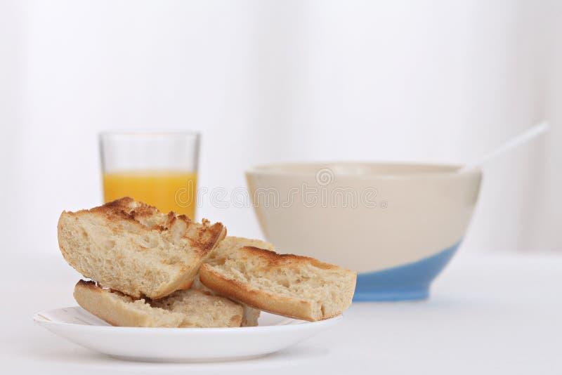 Déjeuner avec du pain grillé photos libres de droits