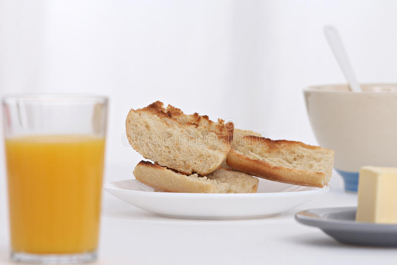 Déjeuner avec du pain grillé images stock