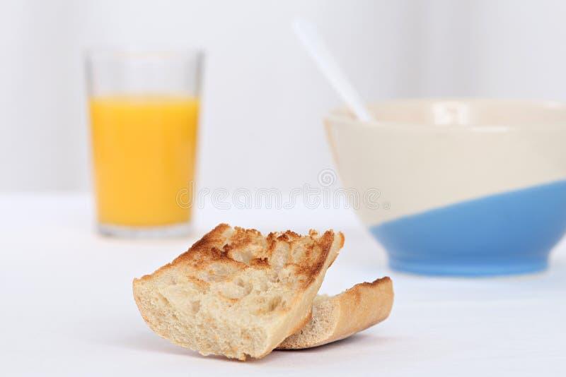 Déjeuner avec du pain grillé images libres de droits