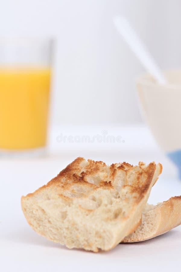 Déjeuner avec du pain grillé photographie stock libre de droits