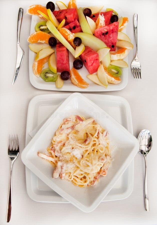 Déjeuner avec le carbonara de spaghetti photographie stock