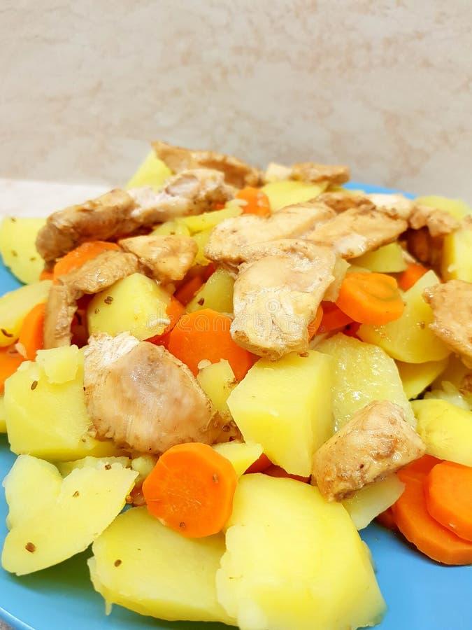 Déjeuner avec le poulet photo stock