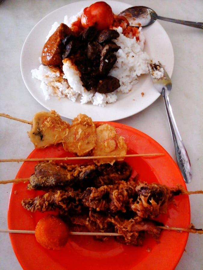 Déjeuner de menu avec l'ami photos stock