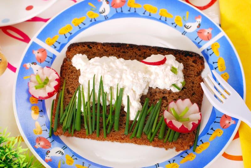 Déjeuner drôle de Pâques pour l'enfant photo libre de droits