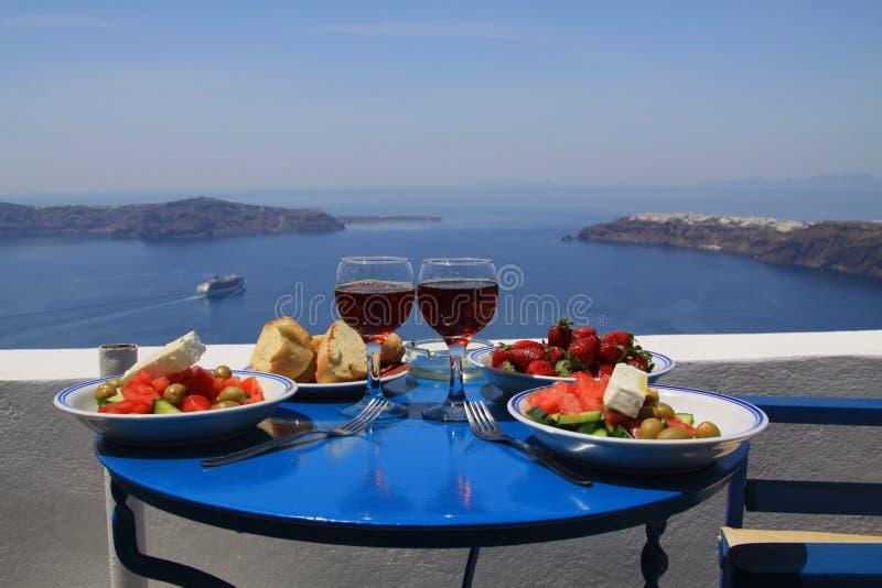 Déjeuner idéal sur le santorini image stock