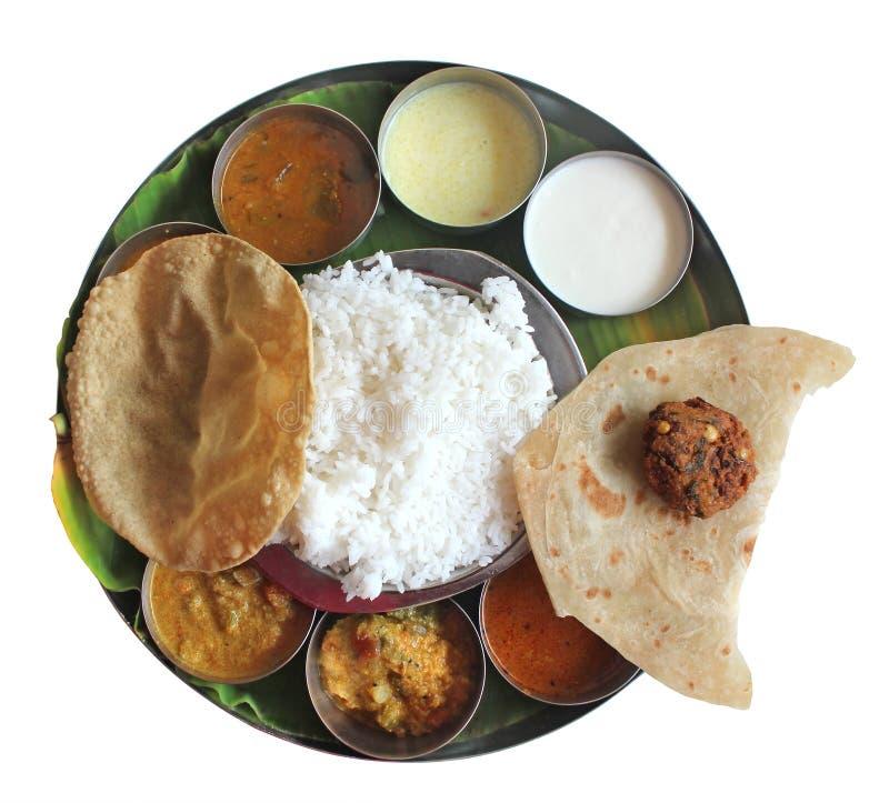 Déjeuner indien du sud de plaque sur la lame de banane sur le blanc photo stock