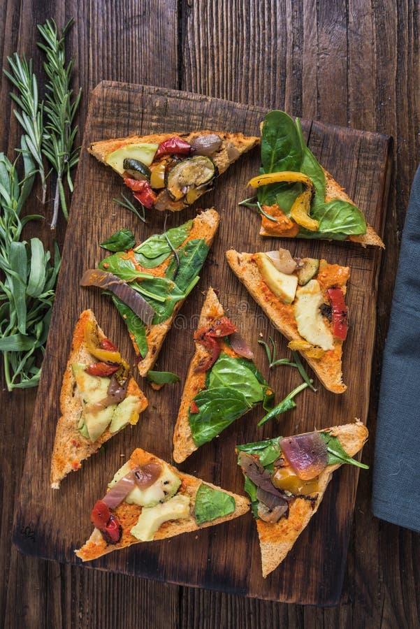 Déjeuner sain, sandwich rôti à légumes photos stock