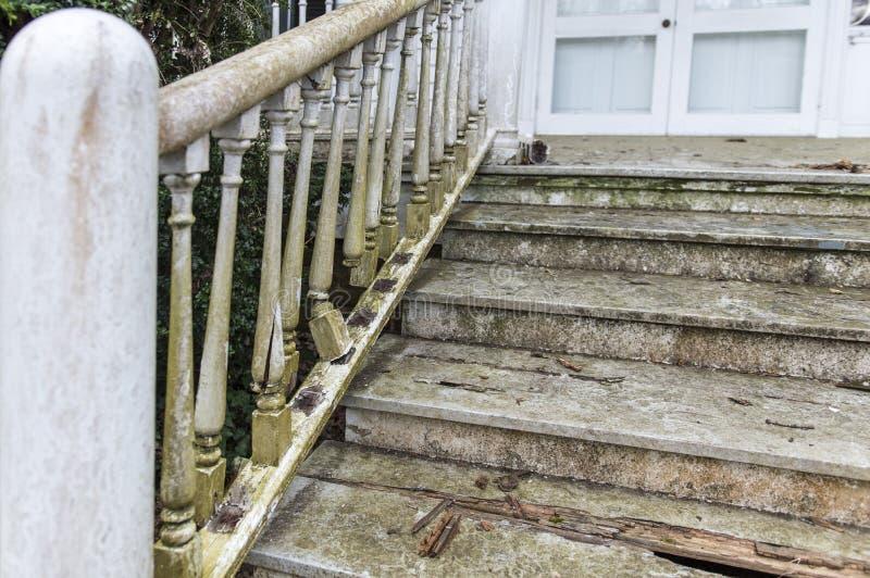Délabrement de cage d'escalier photographie stock libre de droits