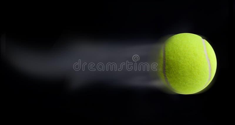 Déménager de bille de tennis photographie stock libre de droits