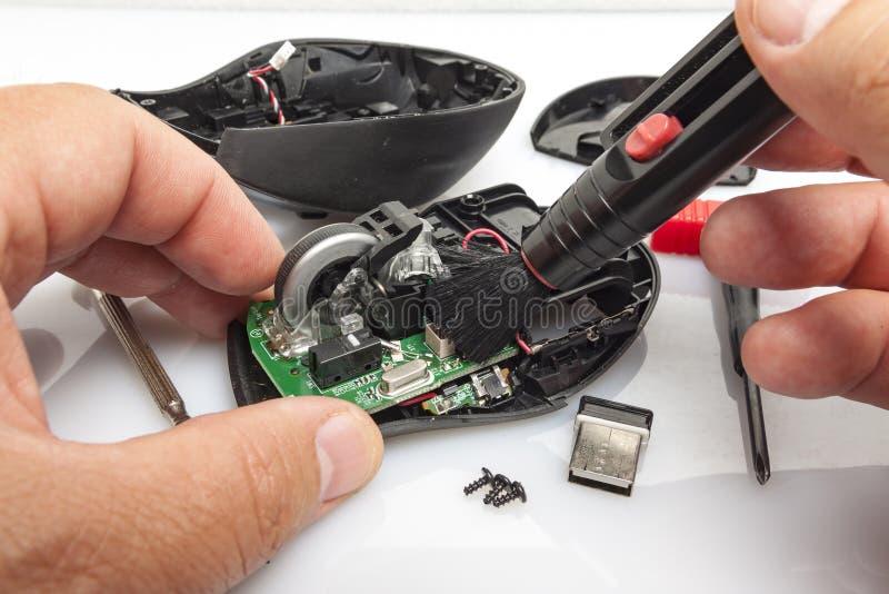 A démantelé la souris d'ordinateur images libres de droits