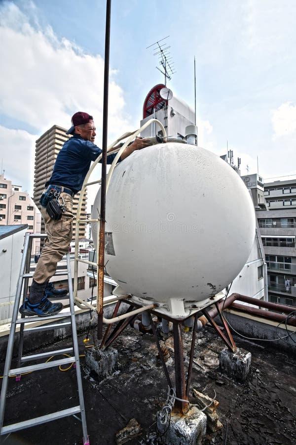 Démantelez la cuve de stockage de l'eau au Japon images libres de droits